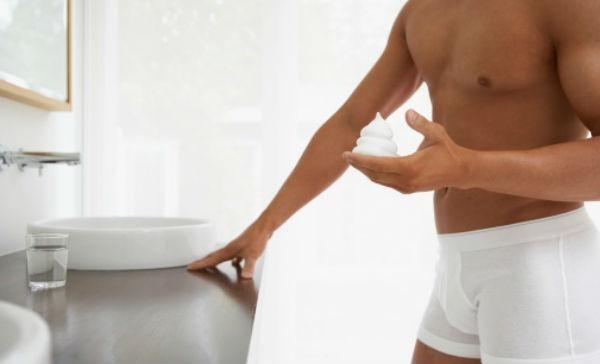 Hombre brasileño erección depilación