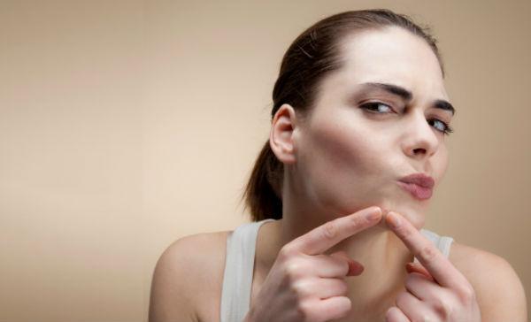 como eliminar las manchas del acne