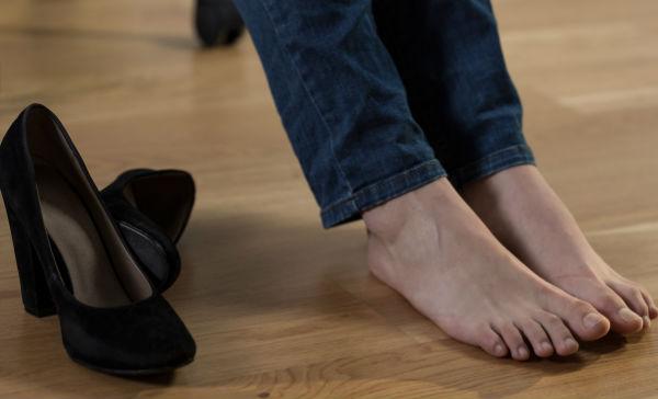 que tratamiento hay para pies hinchados