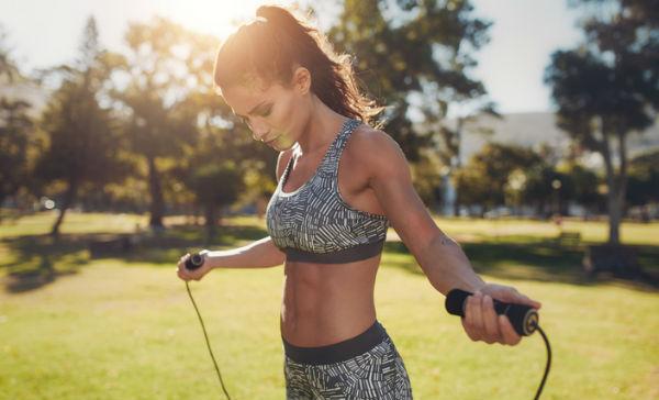 saltar la cuerda baja de peso rapido