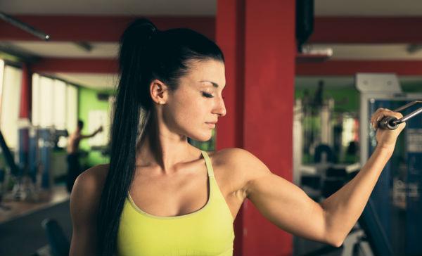 ejercicios para brazos gordos y flacidos mujeres