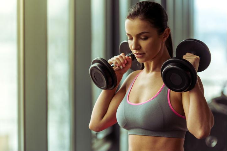 Como entrenar con pesas para quemar grasa