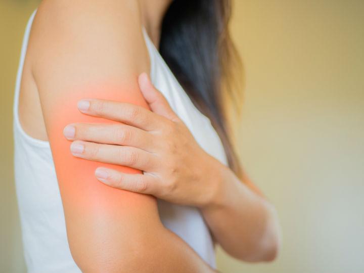 dolor intermitente en el lado izquierdo del pecho