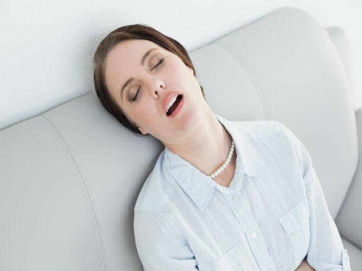 Respirar silbido dormido al