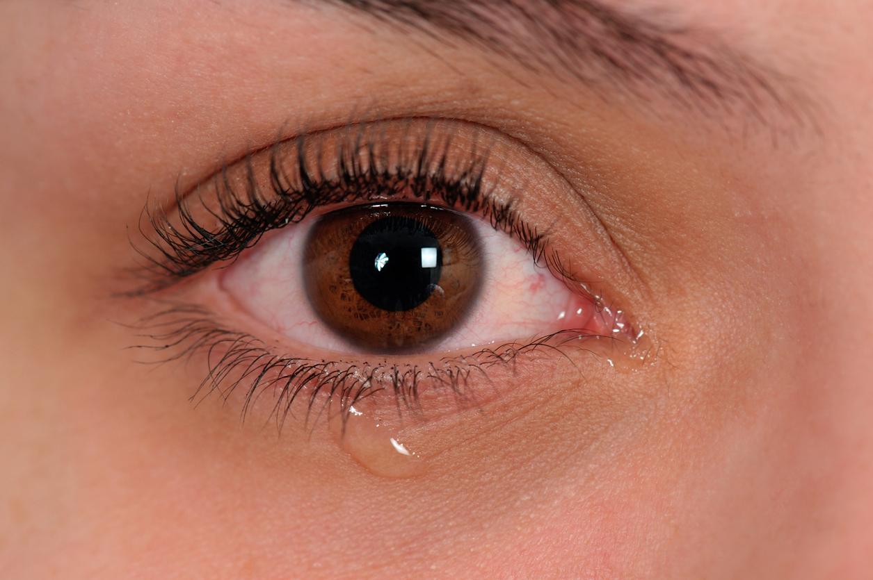 Causas de derrame en el ojo derecho y cabeza