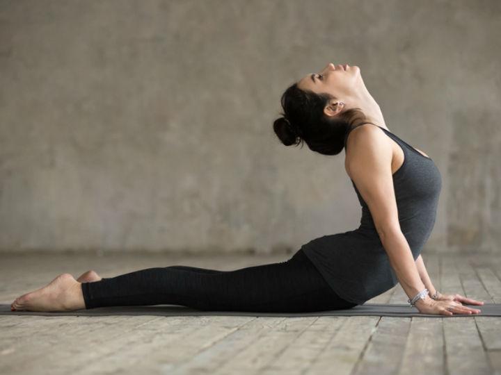 Hot yoga, la última tendencia que te hará tener el cuerpo de Selena Gómez