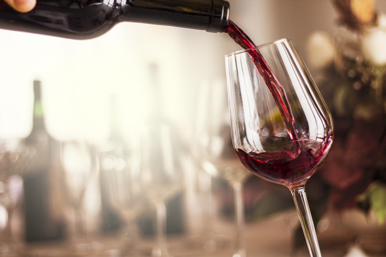 Beber alcohol te pone en el mismo riesgo de padecer cáncer que fumar