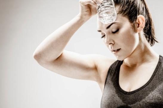 11 cosas que pasan en tu cuerpo si bebes agua en exceso (FOTOS)