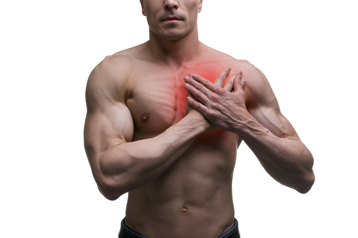 molestia en el pecho y brazo izquierdo