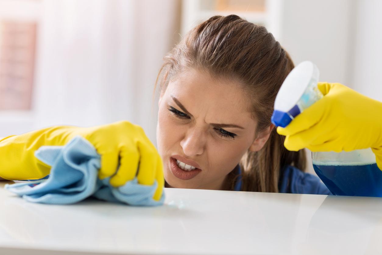 limpiar-la-casa-y-cocinar-contaminan-mas-que-un-automovil-salud180