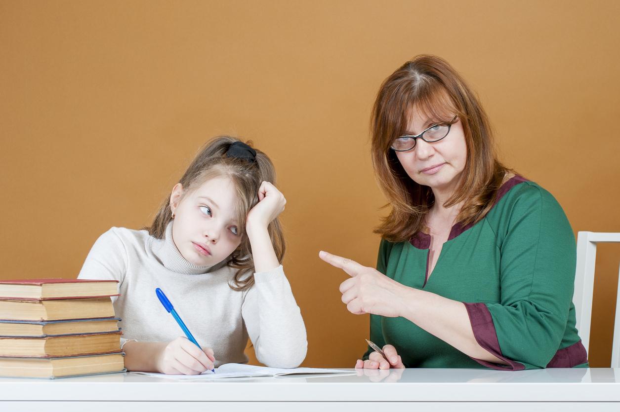 Madres exigentes crían hijas más exitosas