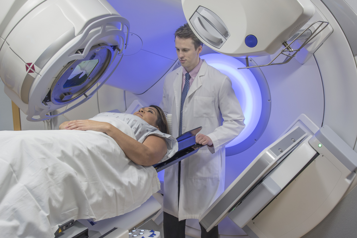 Cirugía más un tratamiento de radioterapia