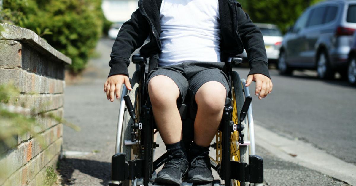 Existen otros tipos de atrofia muscular espinal donde los niños pueden sentarse o caminar perfectamente, pero con el tiempo dejan de hacerlo.