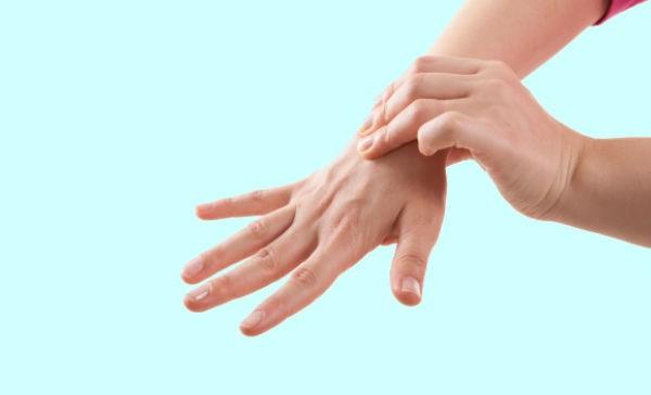La durante embarazo mañana hinchadas y el manos cara en