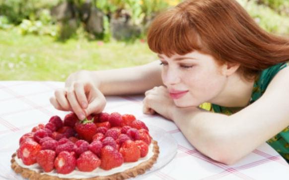 """6 señales de que comes por """"ocultar"""" lo que realmente sientes"""