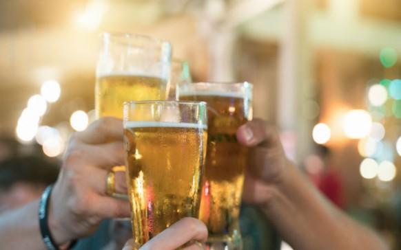La cerveza es más saludable que el vino, ¡afirma estudio!