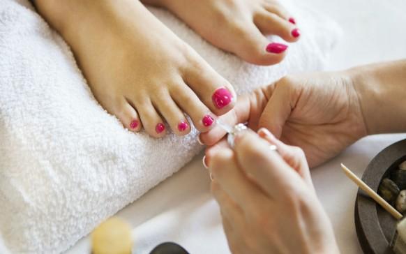 """Por qué las uñas de tus pies no deberían estar  """"pintadas"""" siempre"""