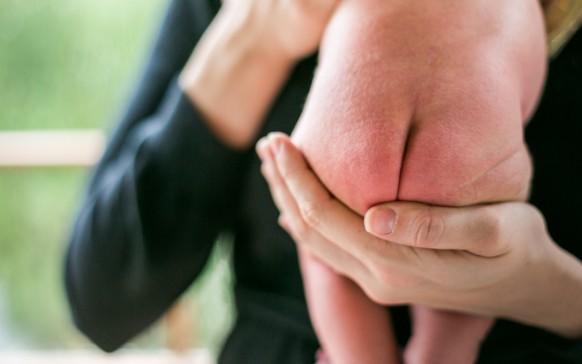 Qué significa la mancha azul que tiene tu bebé en las espalda… ¿Es peligrosa?