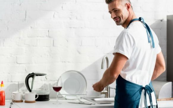 Si tu novio lava los trastes tu relación será más duradera, ¡te decimos por qué!