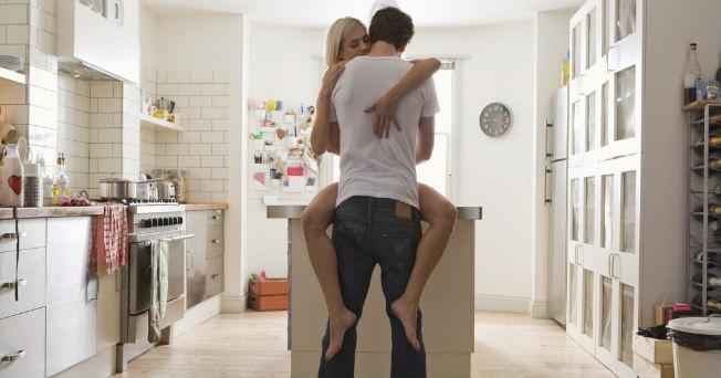 Como hacer el amor en una mesa [PUNIQRANDLINE-(au-dating-names.txt) 21
