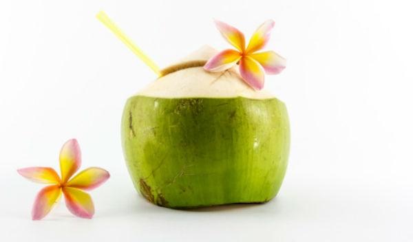 7 beneficios del agua de coco