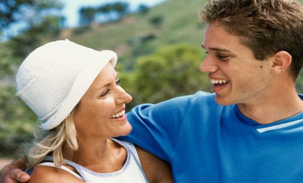 5a5c5a93eec 8 razones de por qué nos gustan más los hombres jóvenes