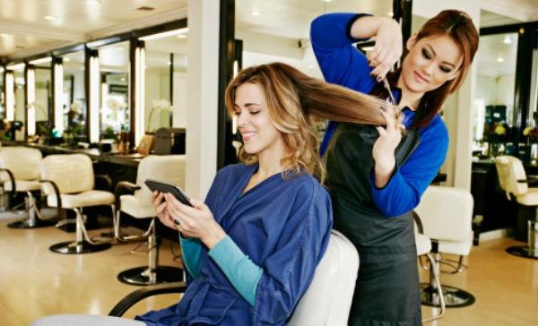 Resultado de imagen para mujeres en el salon de bellez