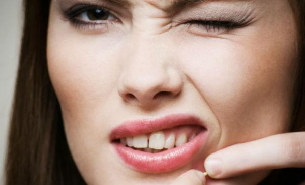 Lo que le pasa a tu piel si exprimes los barros