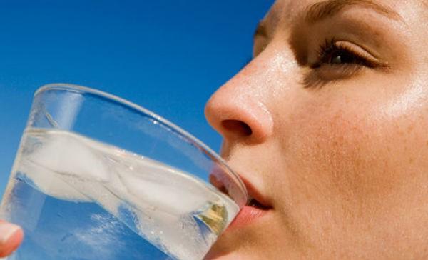 El agua fria te ayuda a bajar de peso