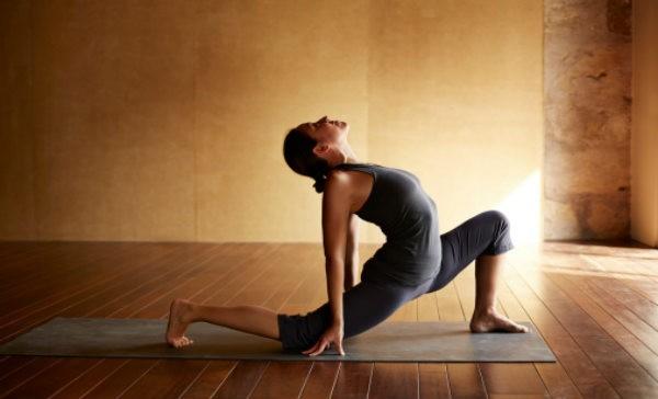 Como el yoga te ayuda a bajar de peso
