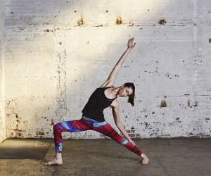 4 posturas de yoga que te llenan de energía