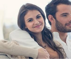 7 formas físicas en que él te demuestra afecto