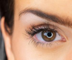 ¿Manchas blancas en los ojos? Estas son sus causas