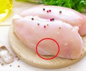 Evita comer pollo si notas que tiene estas marcas