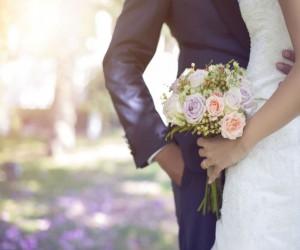 Hombres mejoran su salud mental al casarse