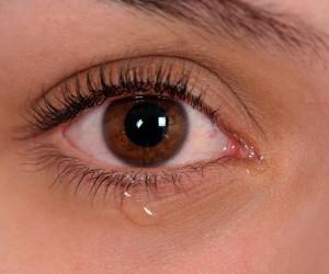 Remedios caseros para el lagrimeo en los ojos (ojos llorosos)