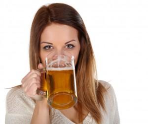 Una cerveza te quita la sed, pero a partir de la segunda te puede pasar esto (y no sólo es que se te suba)