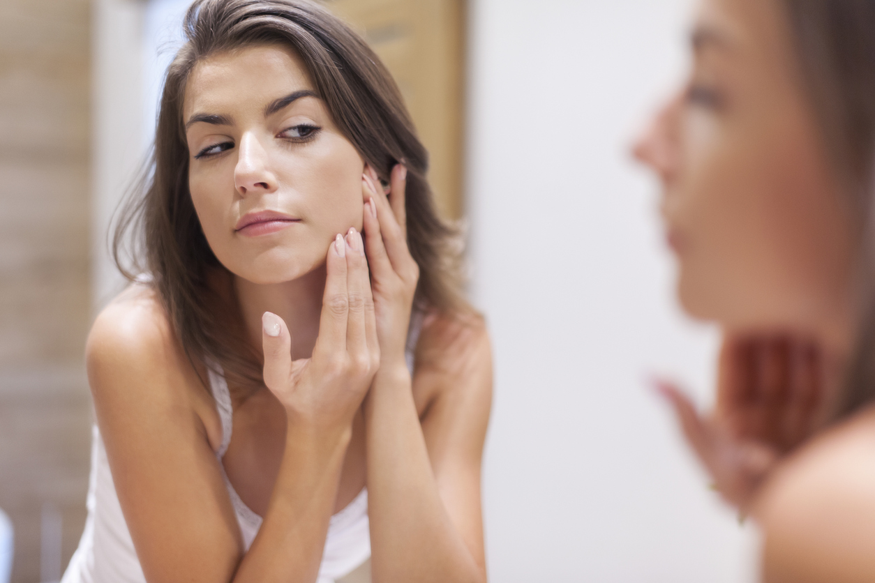 Siempre es bueno verse directamente en el espejo, ya que sólo así podremos observar ciertas anormalidades.