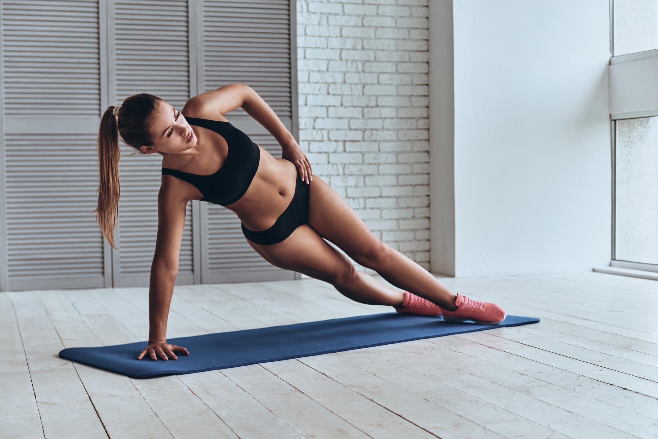 3 tipos de plancha para tonificar brazos, abdomen, piernas y glúteos sólo con tu peso