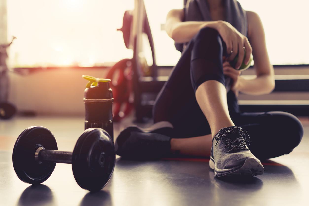El sedentarismo es uno de los principales motivos por los que el metabolismo se alenta, por ello, es importante que incluyas en tus actividades diarias al menos 30 minutos de ejercicio