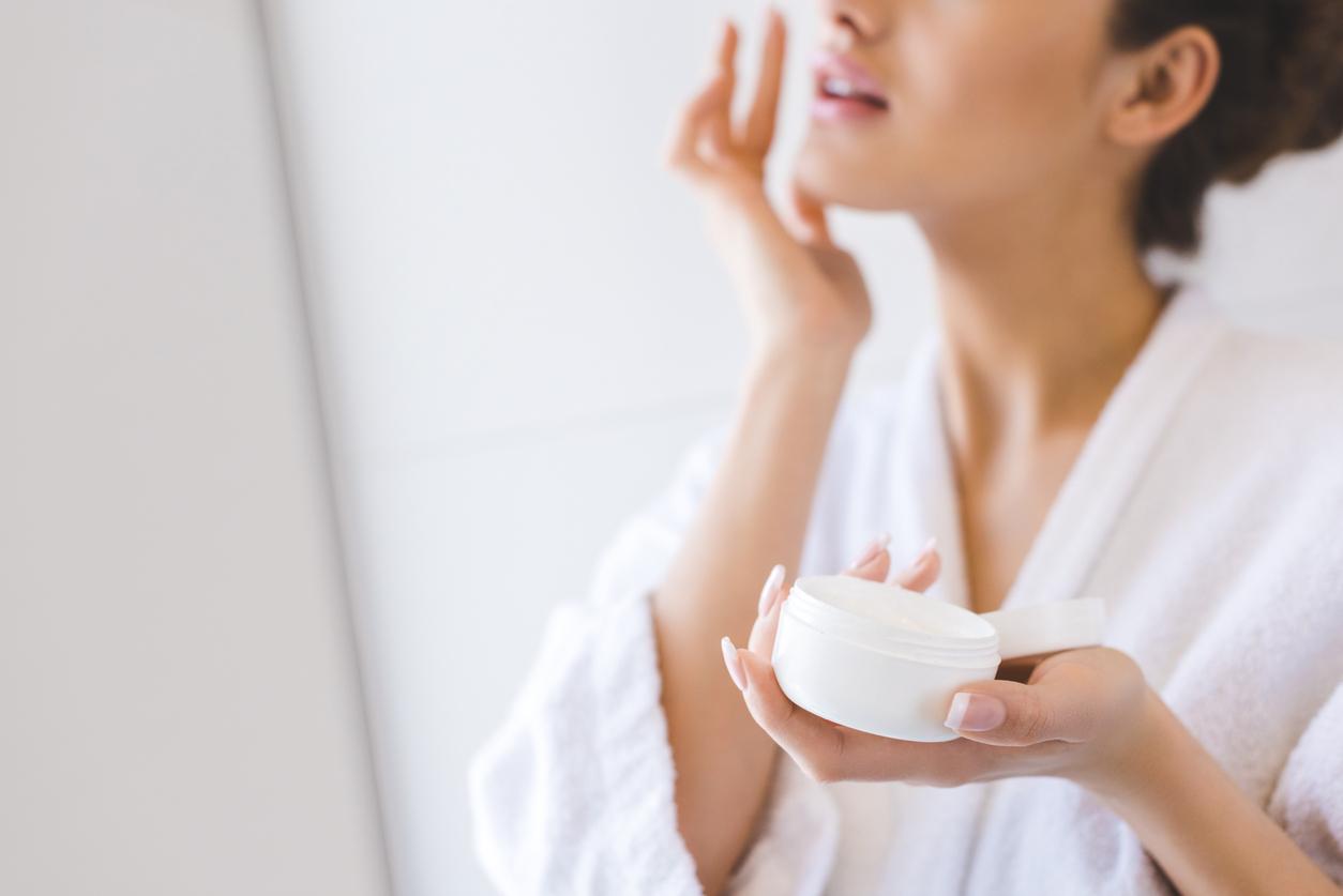 Muchas veces creemos que por tener piel grasa no debemos utilizar crema en la piel, pero esto es un gran error que solemos cometer