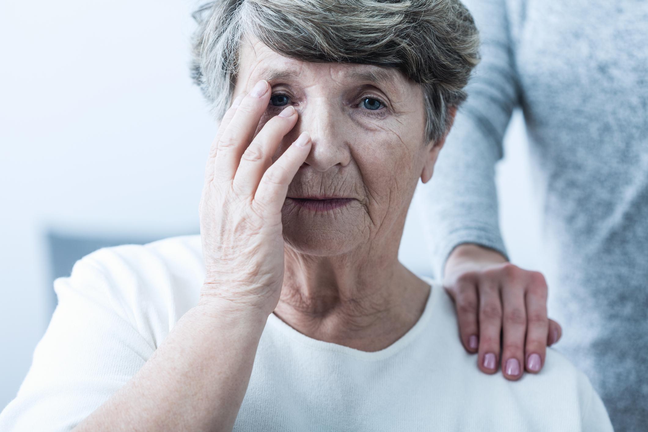 Las personas que padecen demencia pueden llegar a perder la noción del tiempo, y olvidarse por completo de actividades cotidianas como comer o incluso hacer del baño.